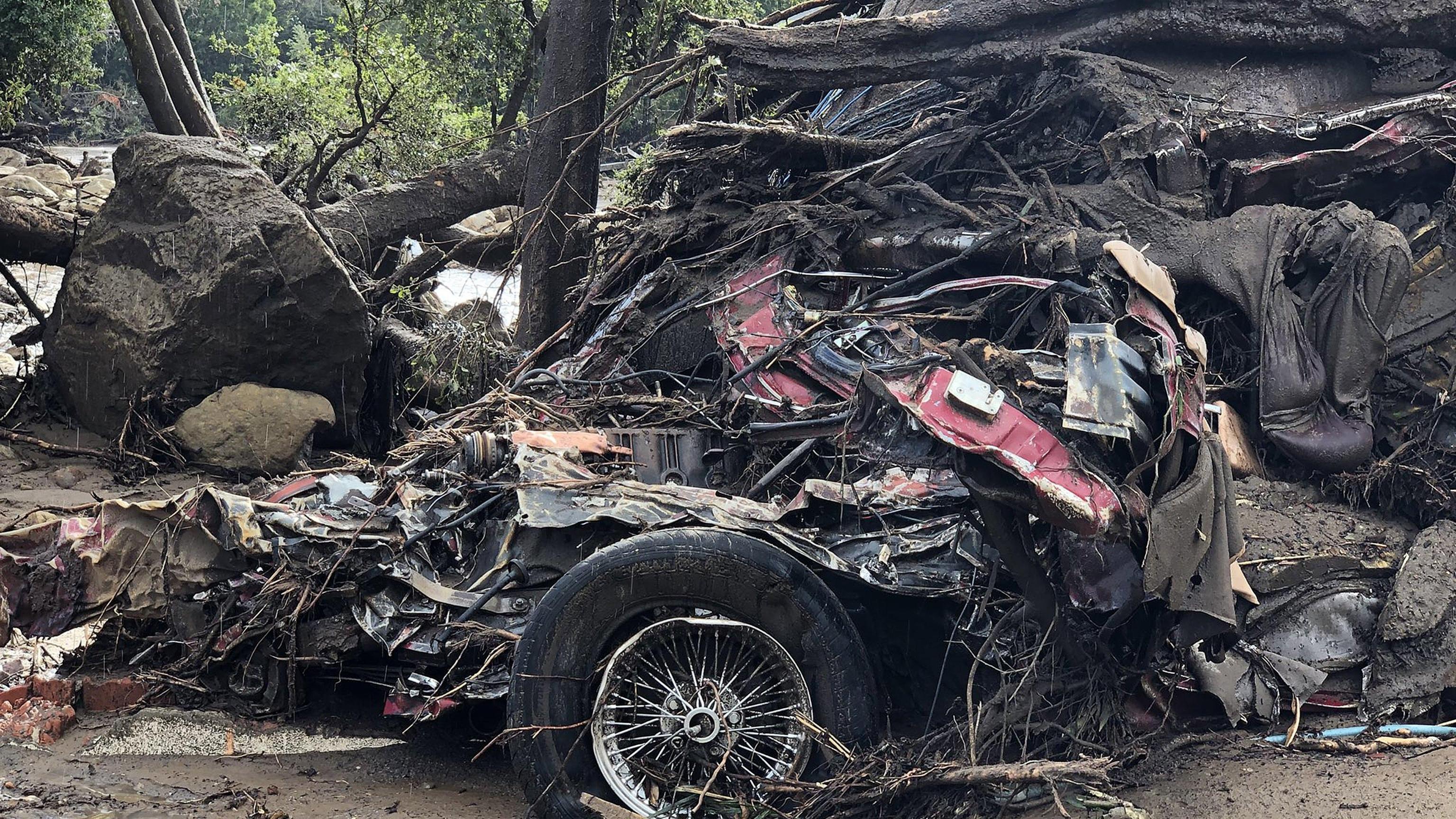 Usa: frana, 13 morti in California