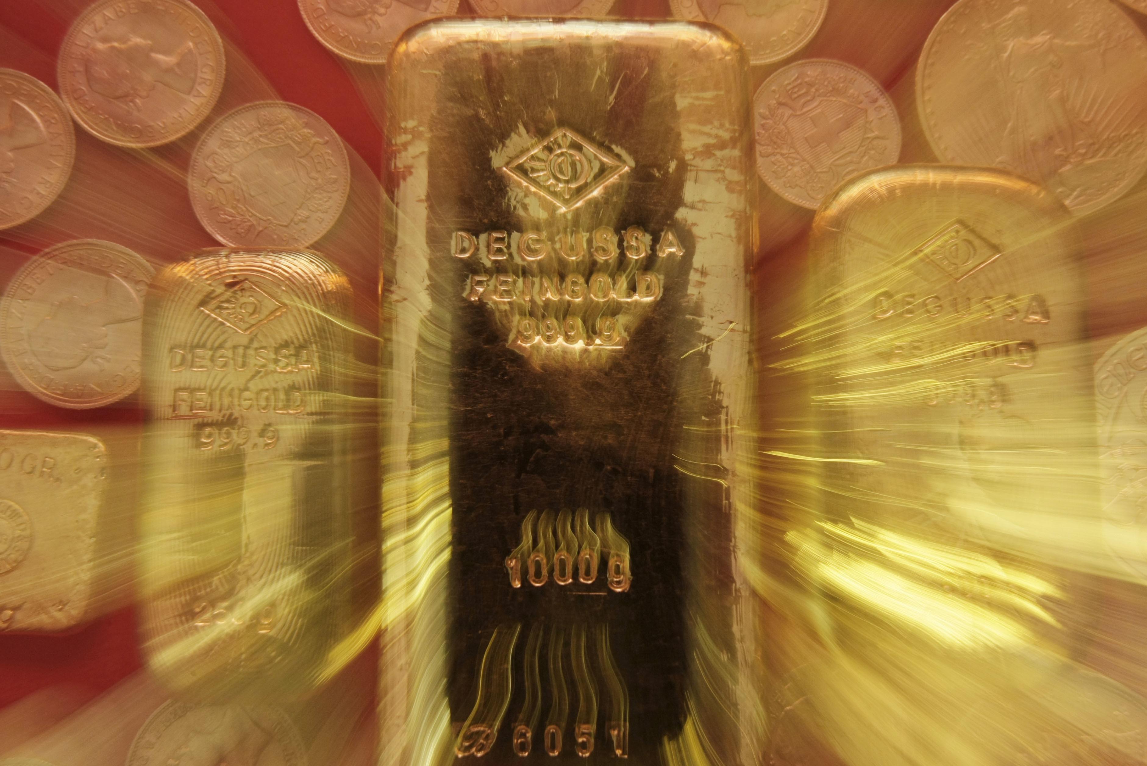 Oro, prezzo cala a 1315 dollari