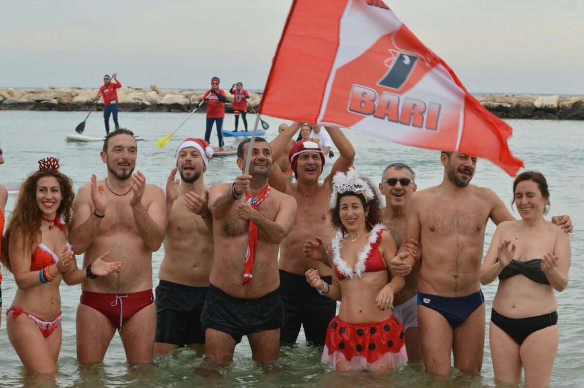Capodanno:tuffo in mare per sindaco Bari