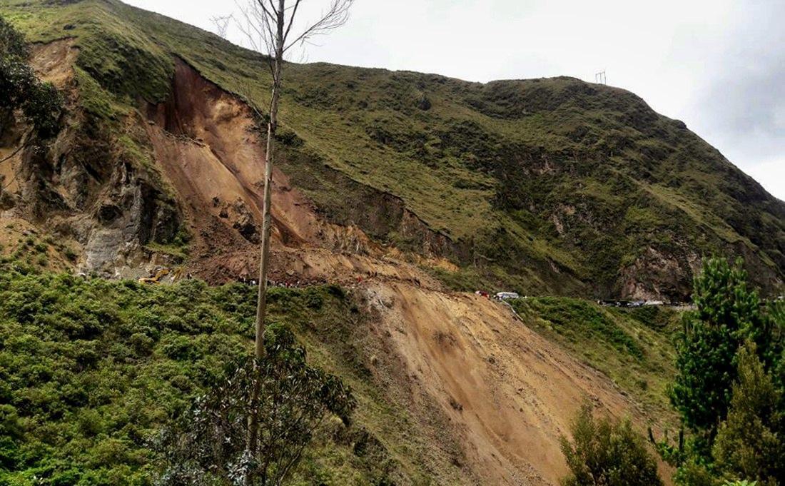 Colombia: bus travolto da valanga fango