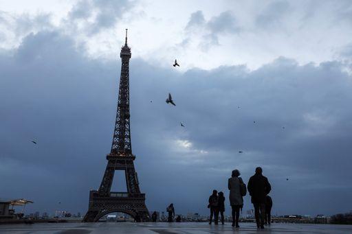 Eleanor sferza la Francia, 1 morto e caos voli. Chiusa la Torre Eiffel