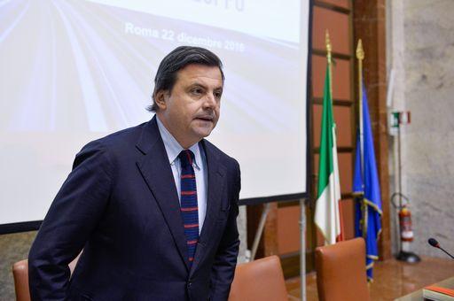 Calenda allo scontro con Renzi sull'abolizione del canone Rai