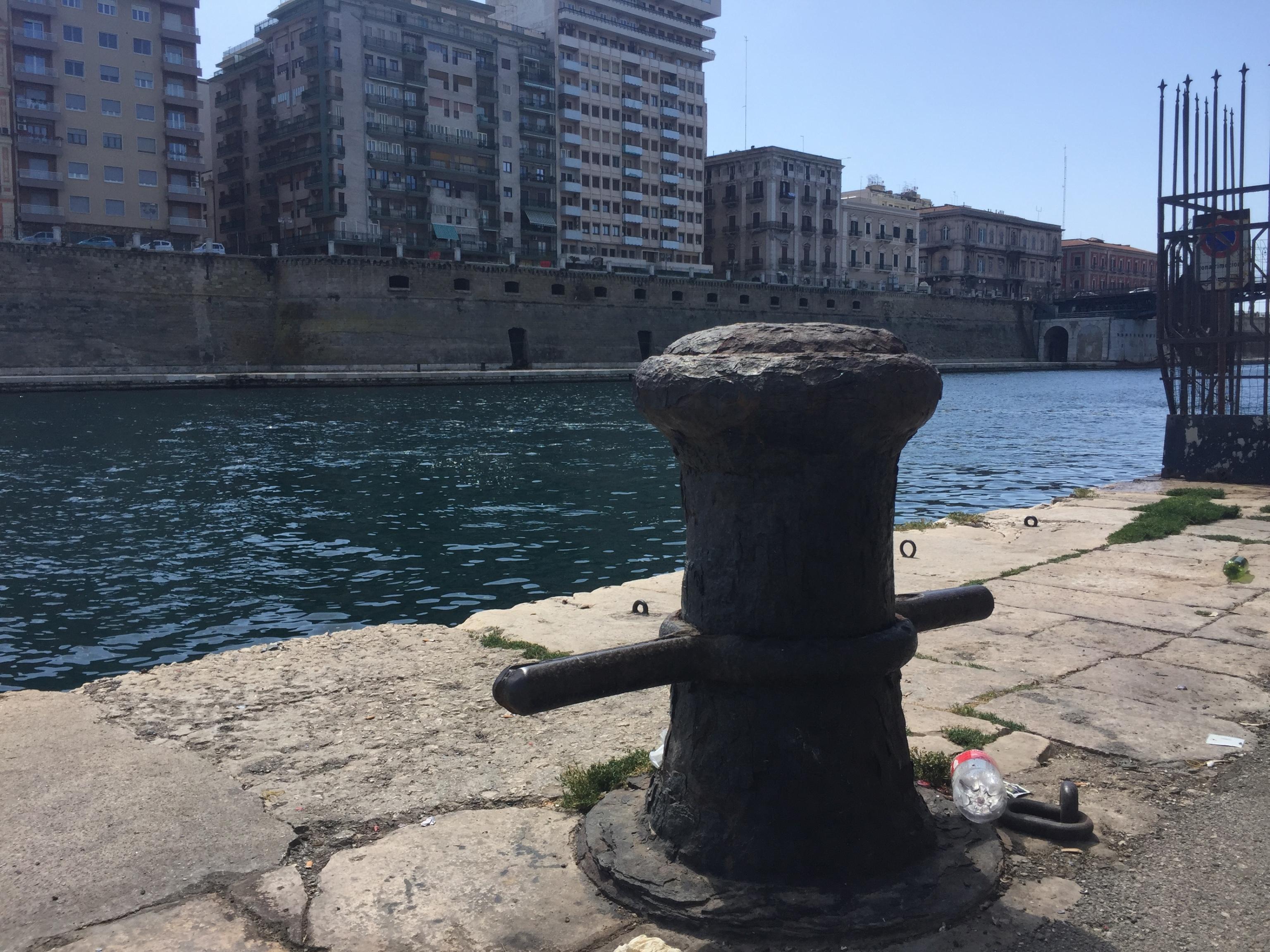 Apecar in mare a Taranto, muore 55enne