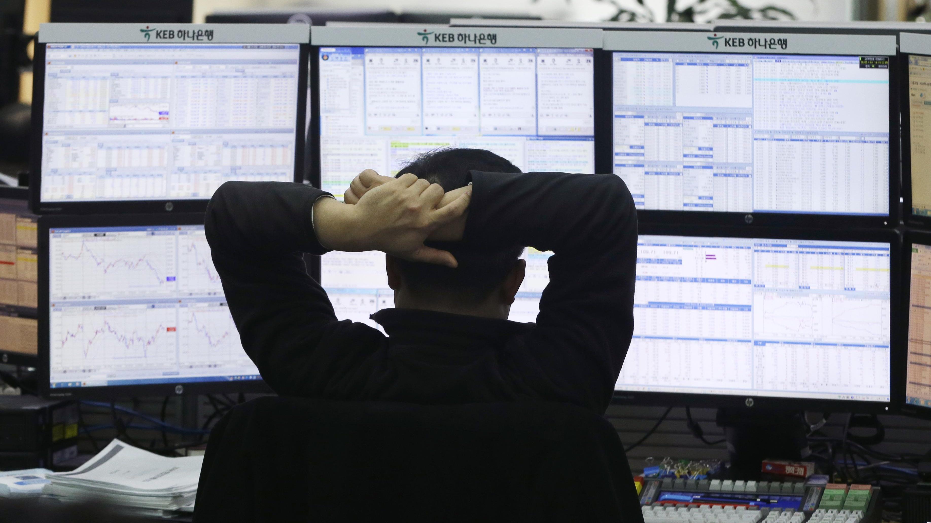 Borsa: Milano chiude piatta con banche