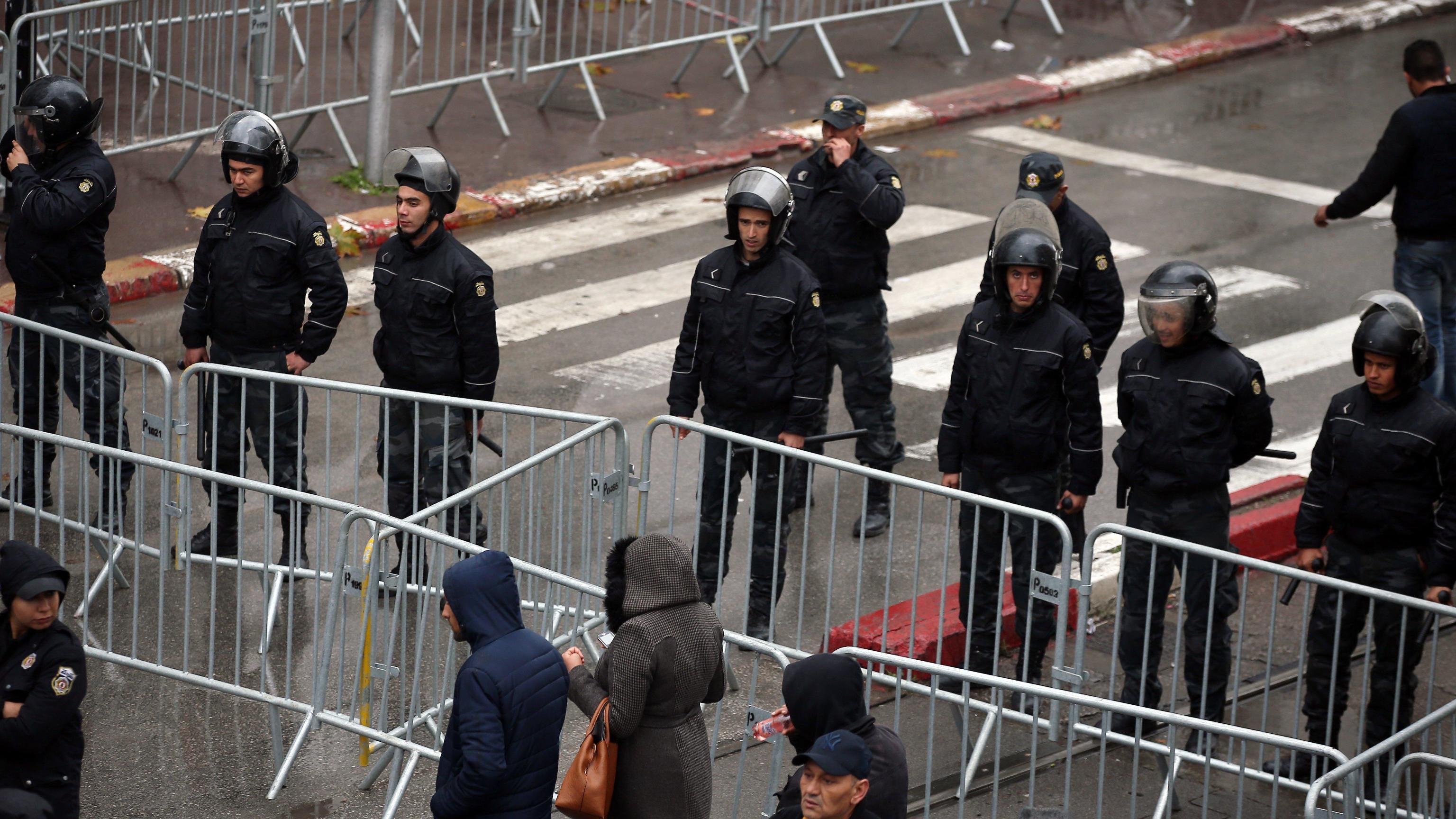 Tunisia: 800 arresti in una settimana