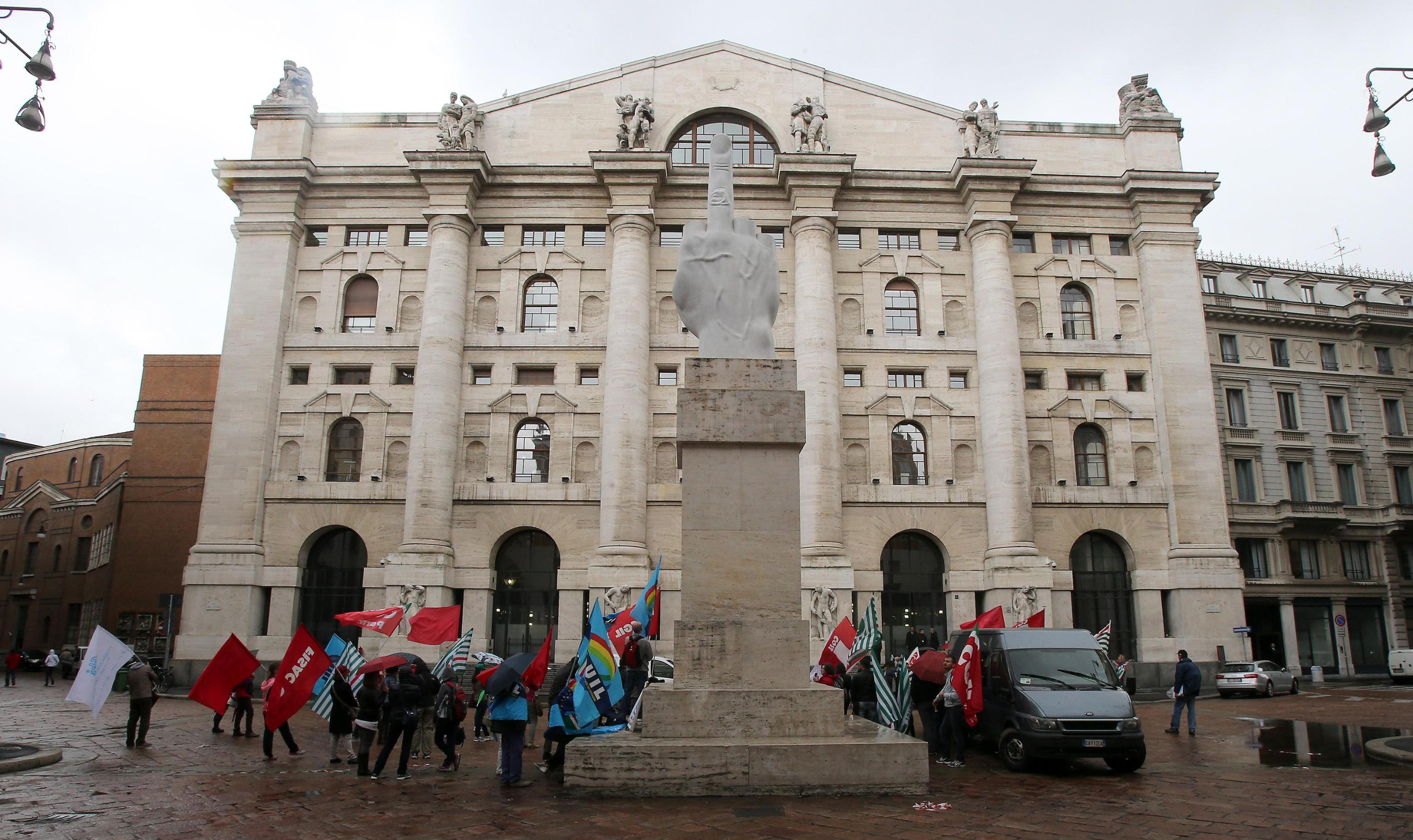 Borsa: Milano apre in rialzo (+0,46%)