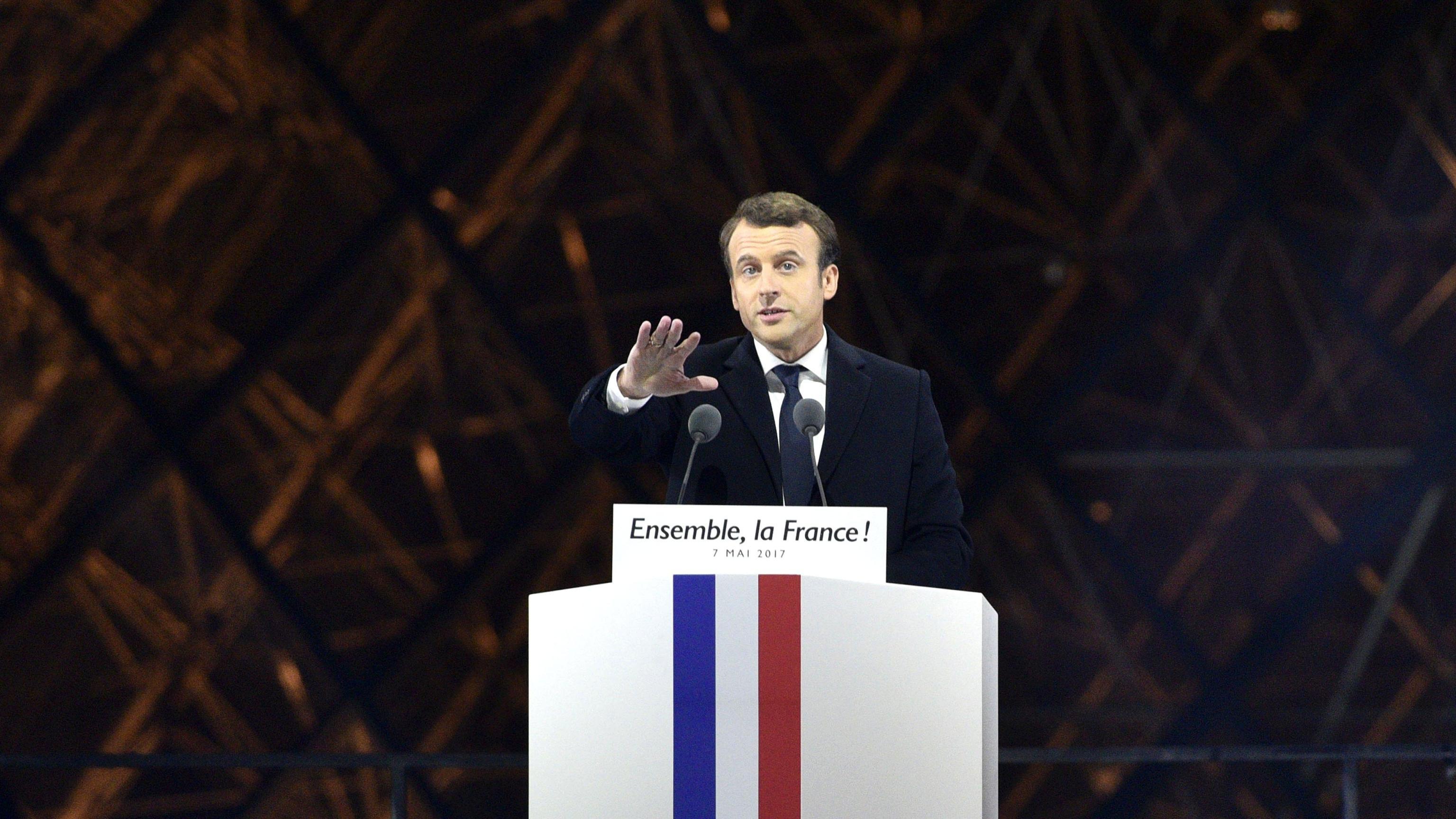 Via portavoce Macron, fece tweet insulti