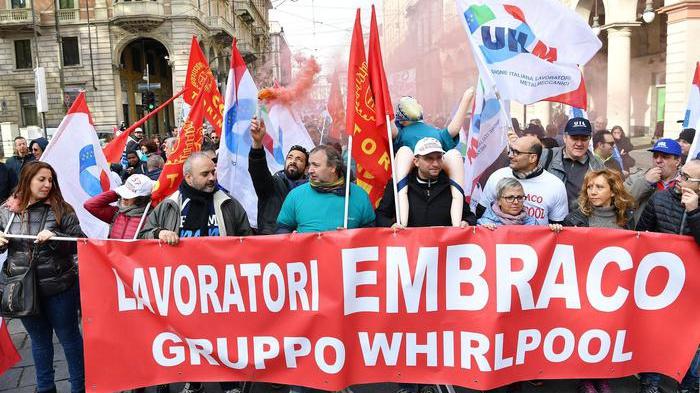 Azienda del gruppo Whirlpool licenzia 500 lavoratori