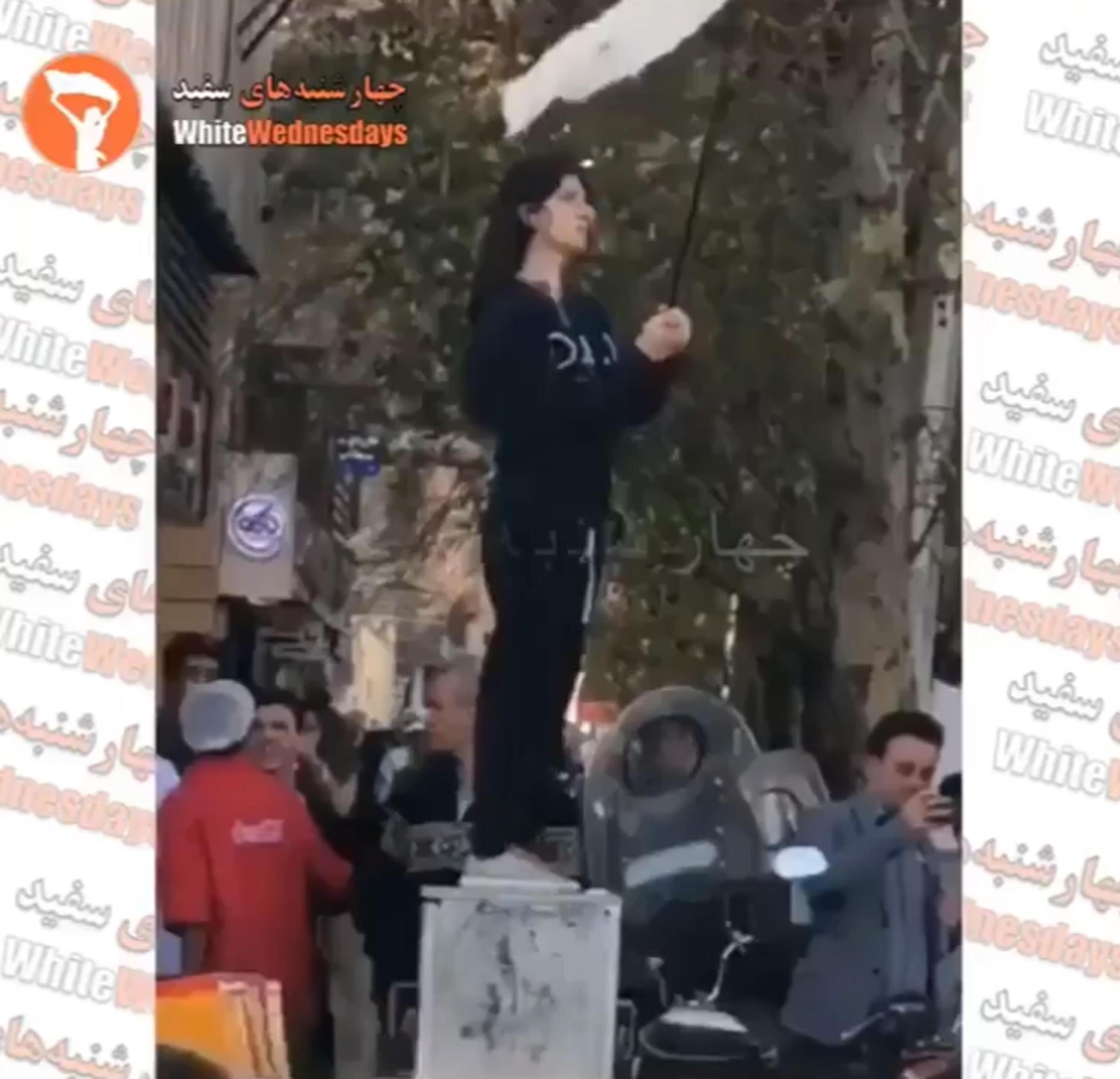 Iran: arrestata ragazza senza 'hijab'