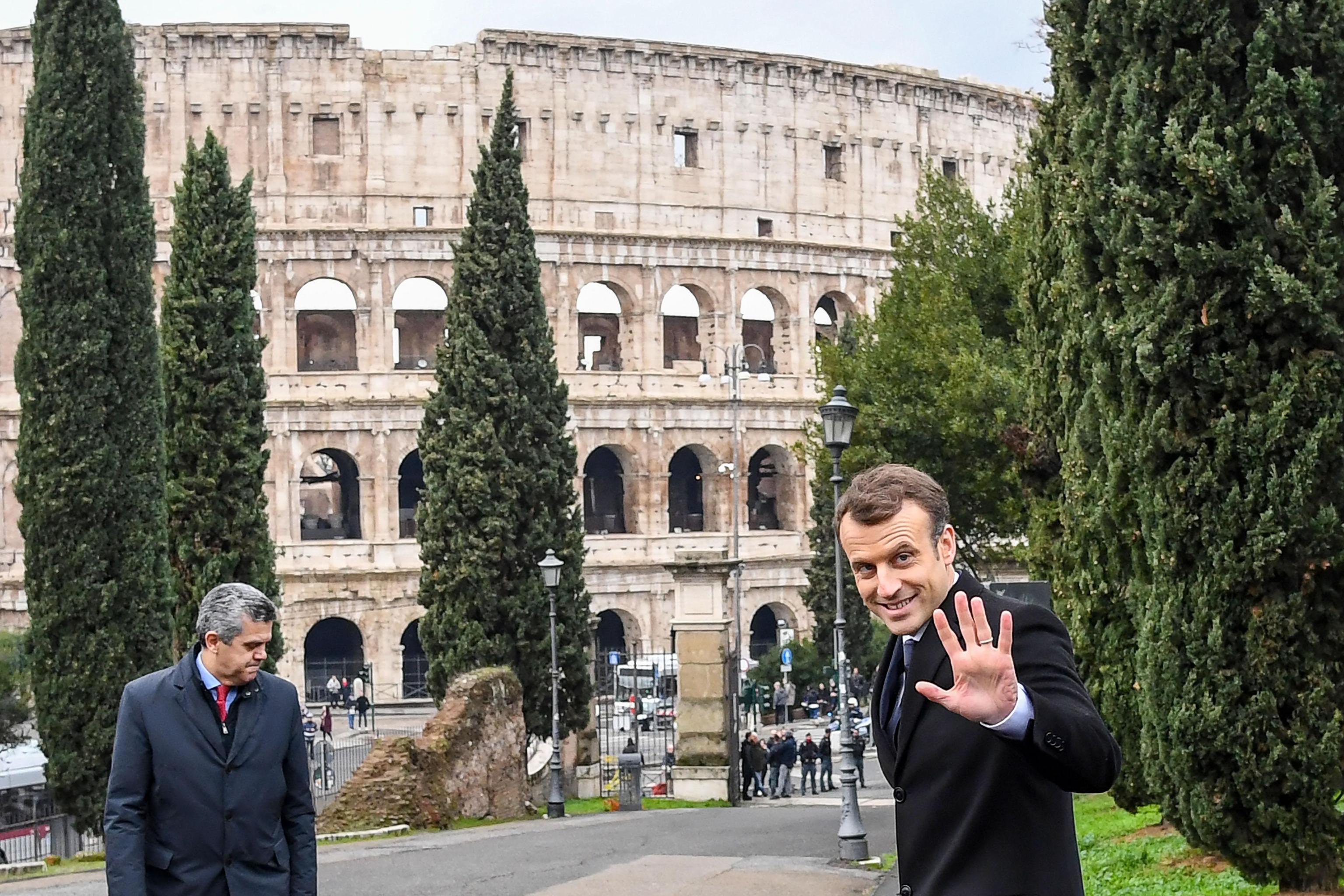Macron scherza sulla Domus Aurea