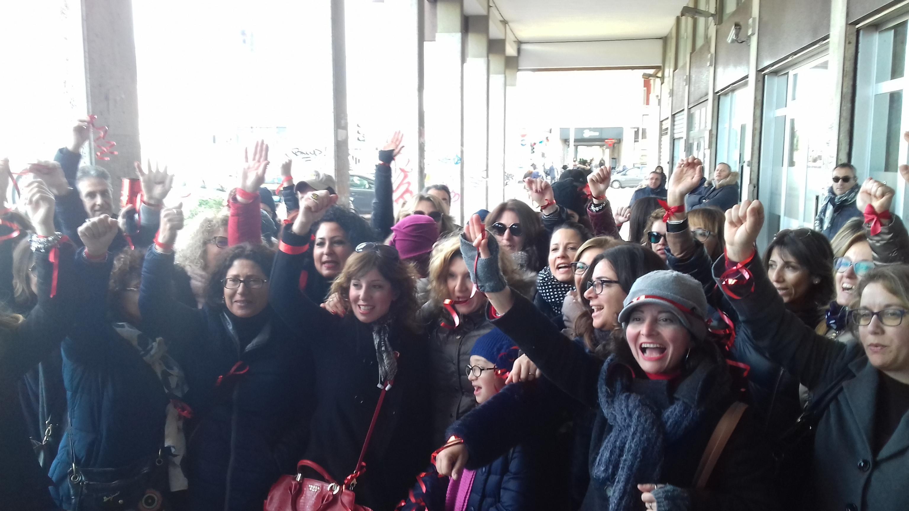 Scuola: sit-in Nastrini rossi Puglia