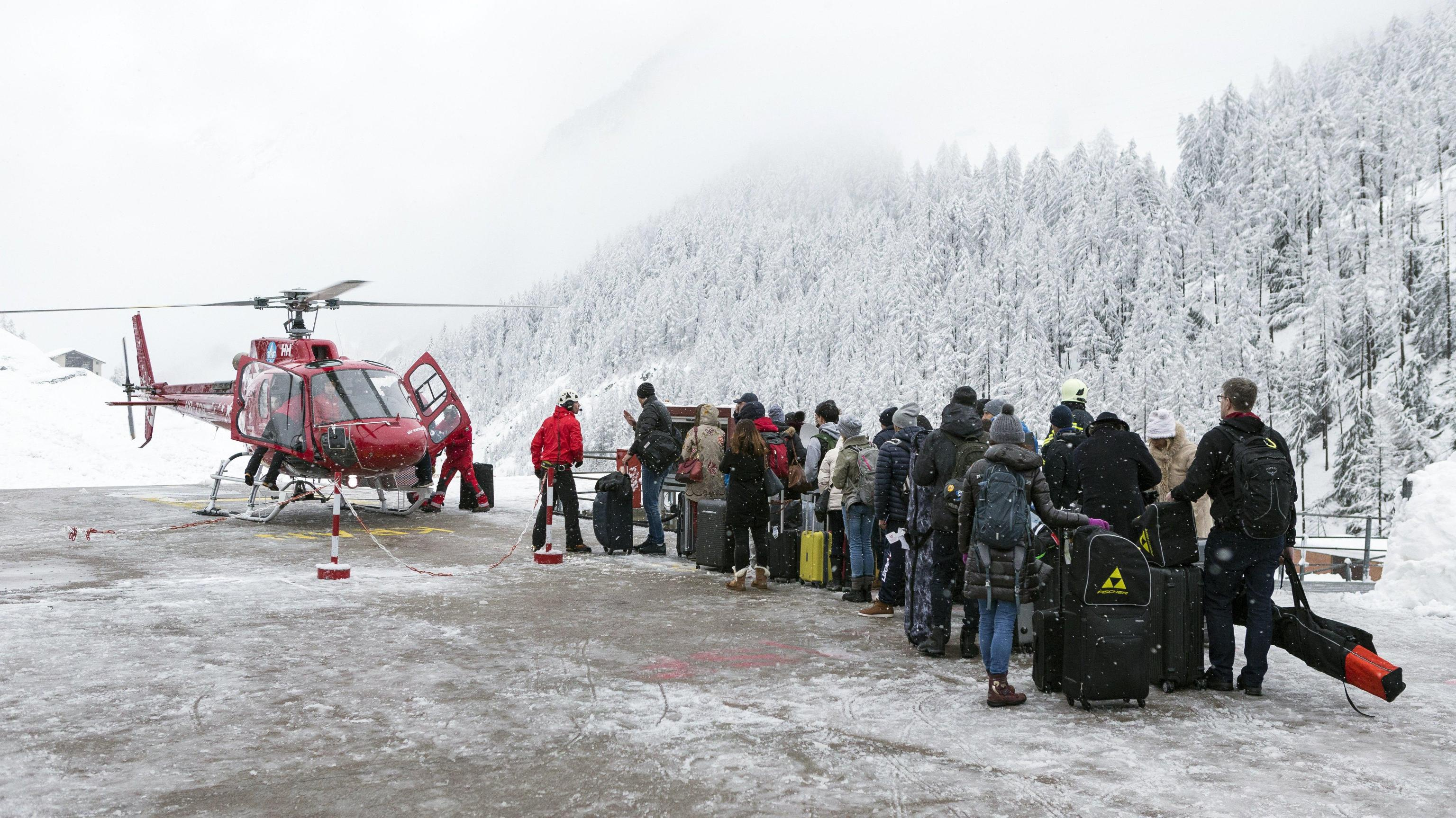 Svizzera,13mila turisti bloccati da neve