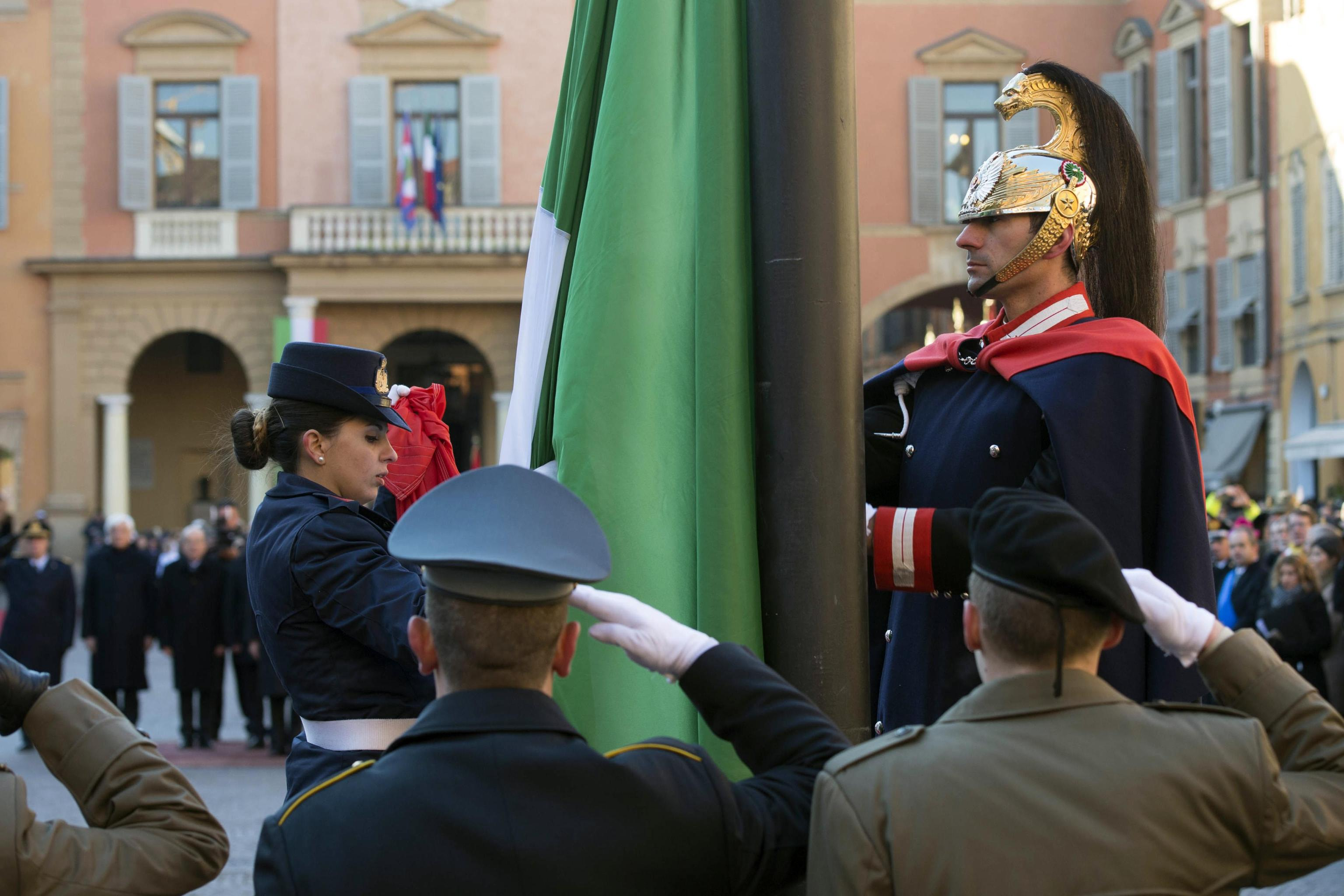 Mattarella, Tricolore simbolo democrazia