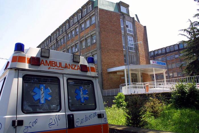 Napoli, ragazzo gay denuncia: 'Bullizzato in ospedale'