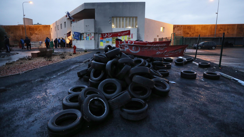 Francia: carceri bloccate da proteste