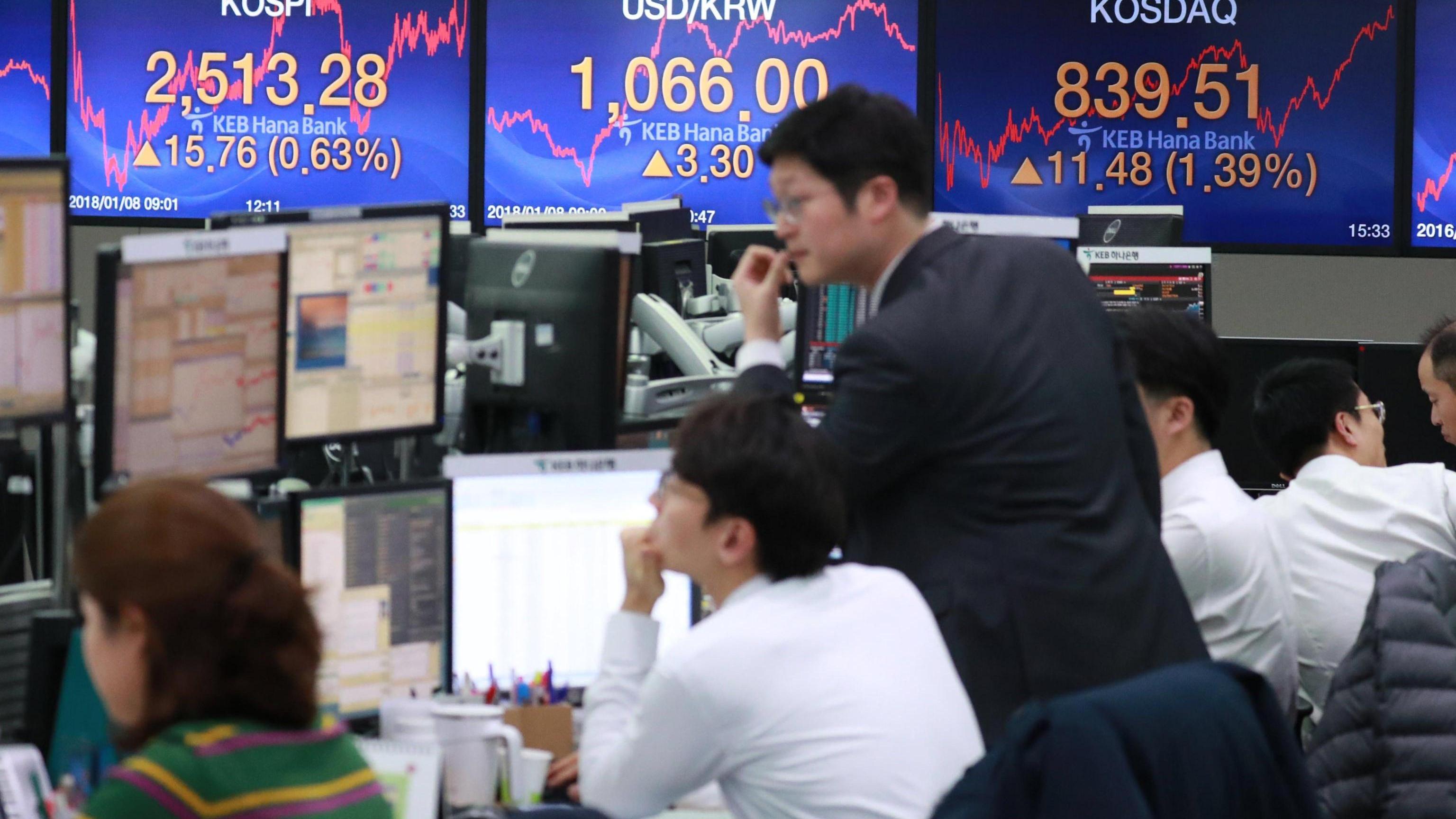 Borsa: Asia cauta su shutdown Usa