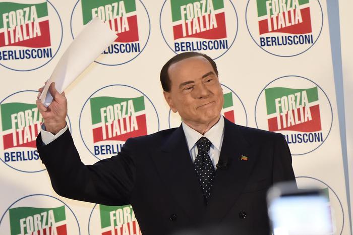 Jobs act, Berlusconi  fa marcia indietro
