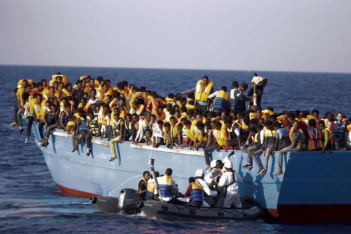 Naufraga gommone a largo Libia, 8 cadaveri recuperati