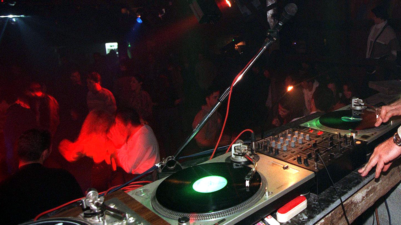 Spray peperoncino in discoteca per furto