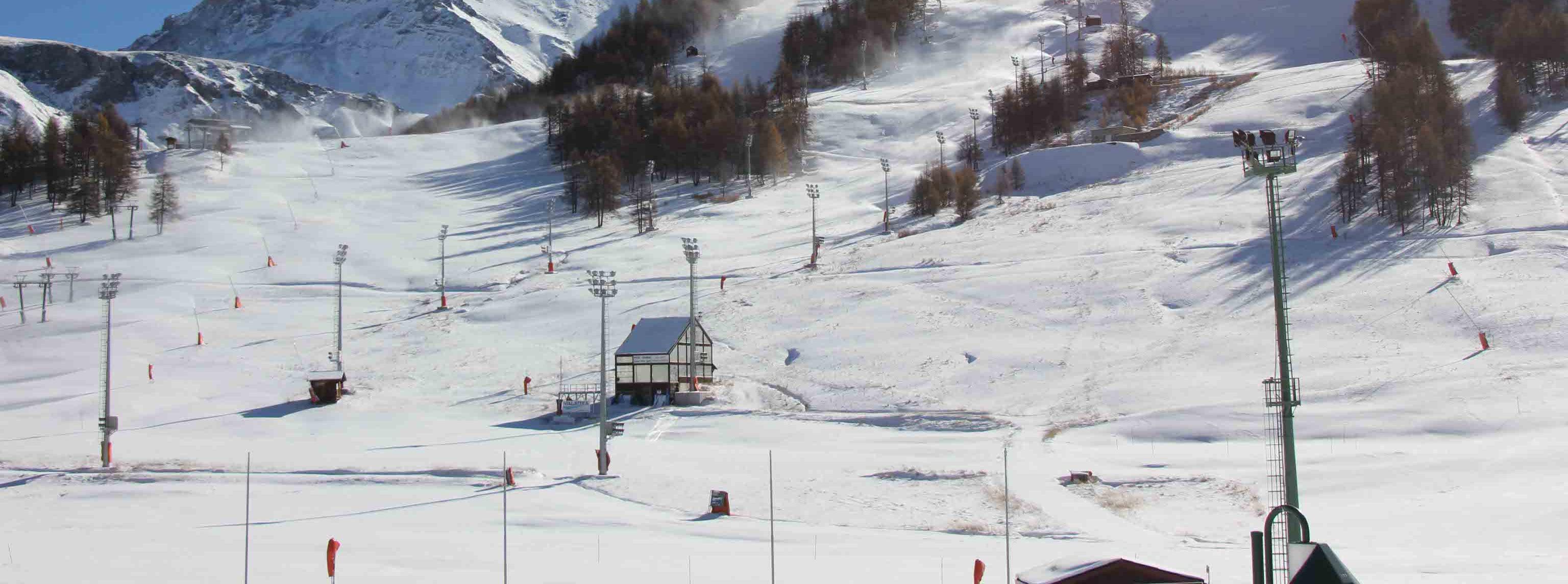 Sciatore sbatte su barriera, morto