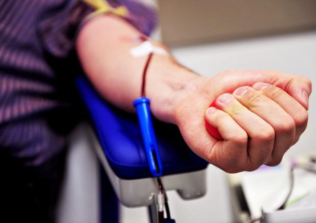 Influenza, picco carenza sangue saltati interventi chirurgici
