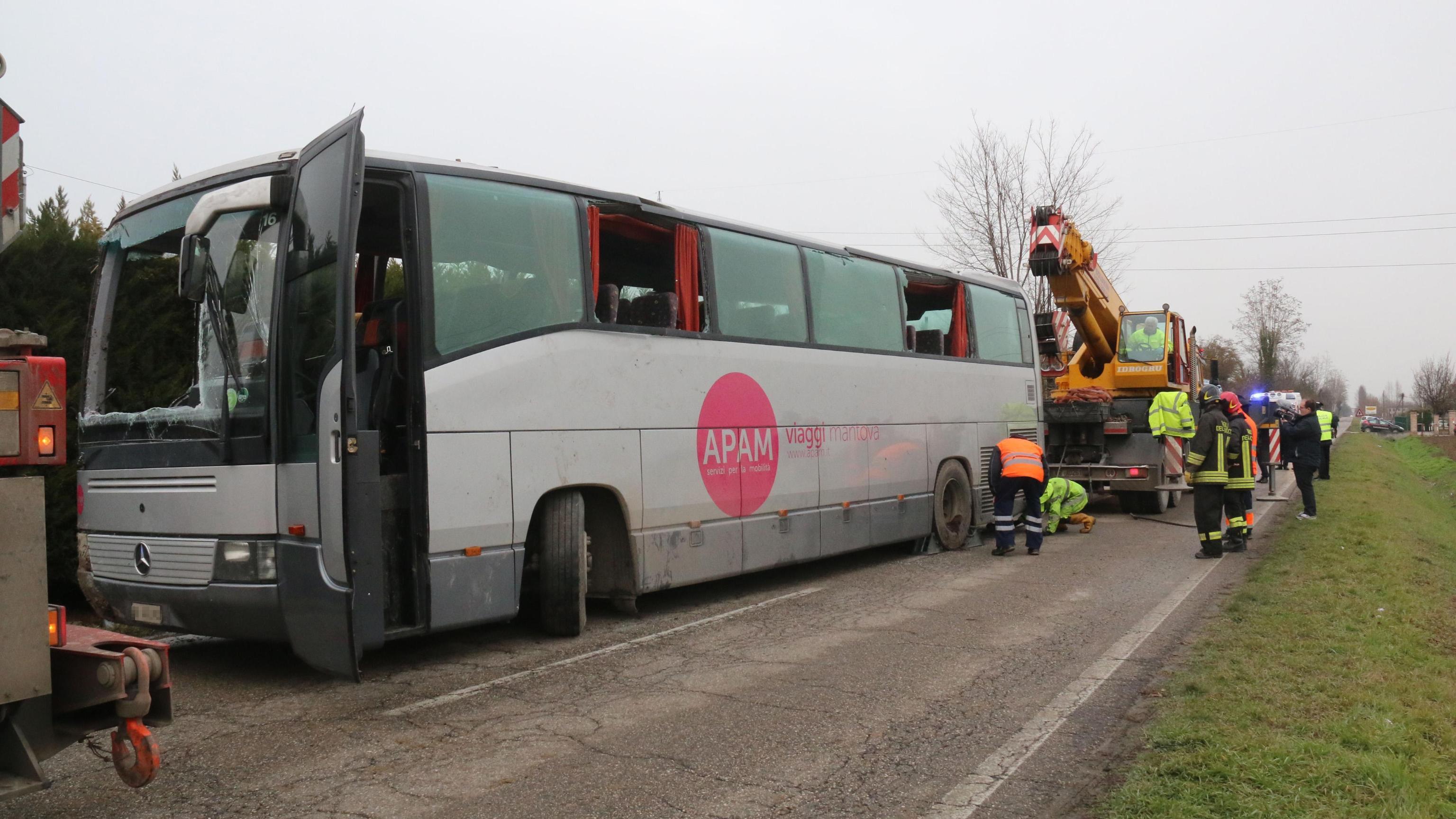 Incidente scuolabus, ancora 5 ricoverati