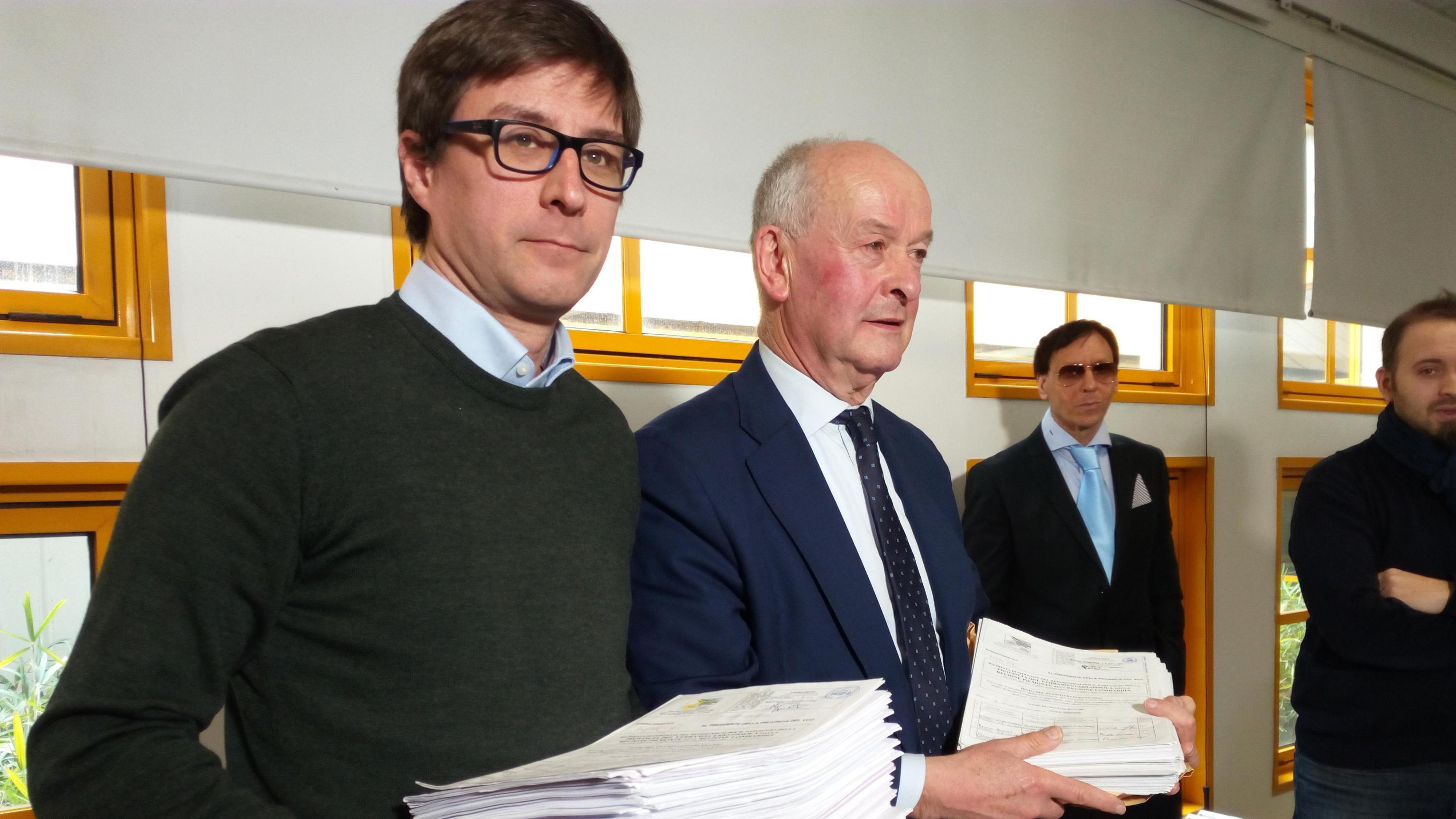 Verbania a Lombardia, firme referendum