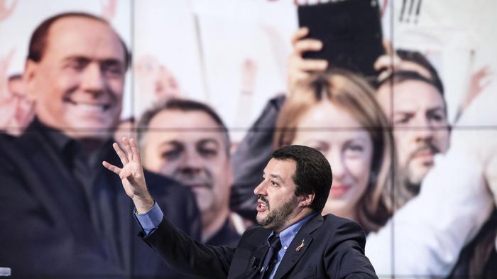 Salvini a Berlusconi: 'Il 3%? Se ci danneggia per noi non esiste'