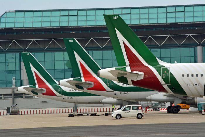 Lufthansa: 'Cura dimagrante per Alitalia, poi si fa l'accordo'