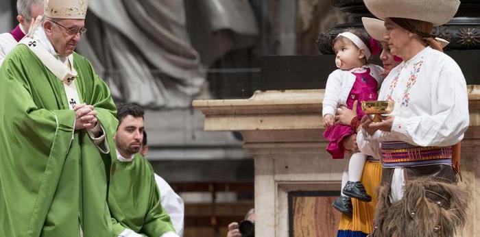 Migranti, Papa: paura legittima ma non condizioni le scelte