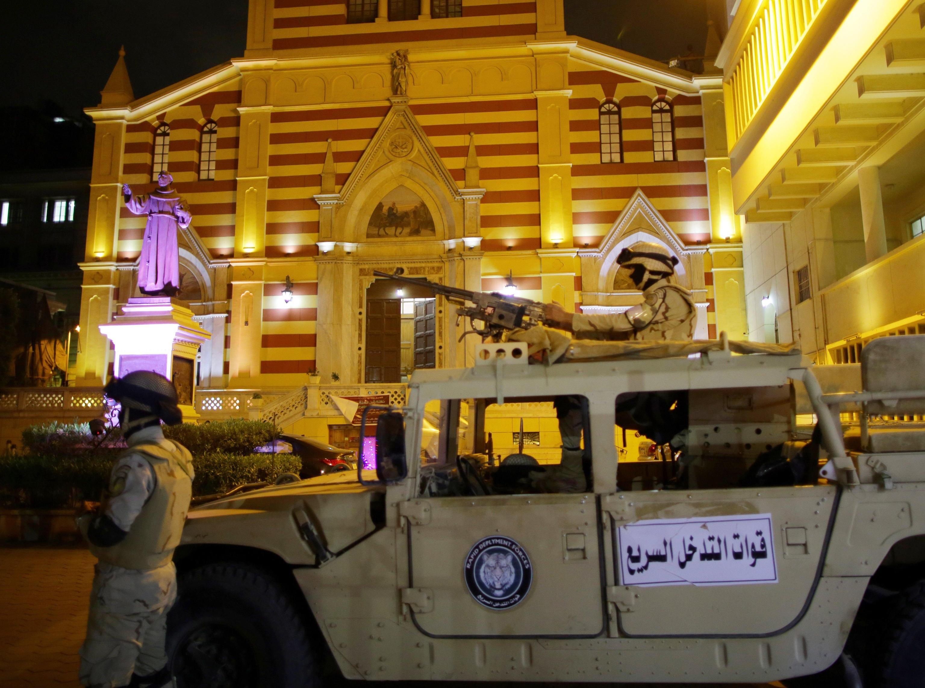 Egitto: militari per proteggere chiese
