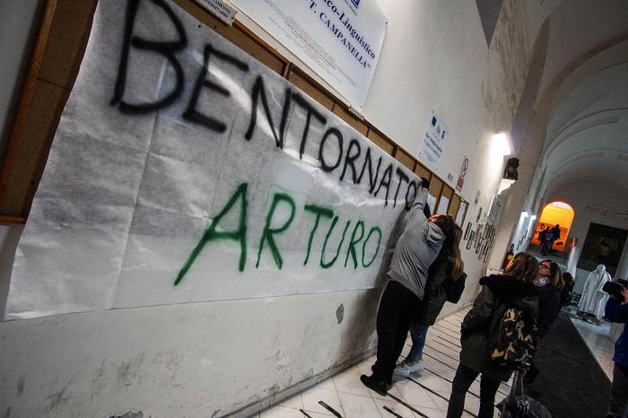Minniti a Napoli: 'Le baby gang usano metodi terroristici'