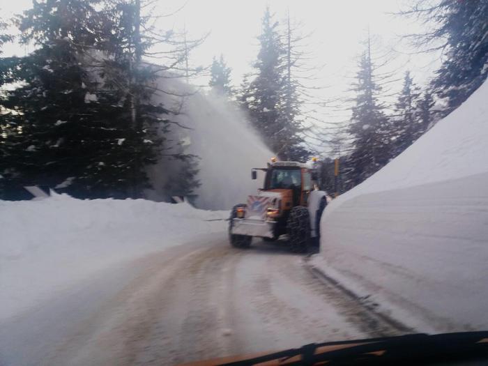 Pericolo valanghe sulle Alpi, turisti evacuati con elicotteri