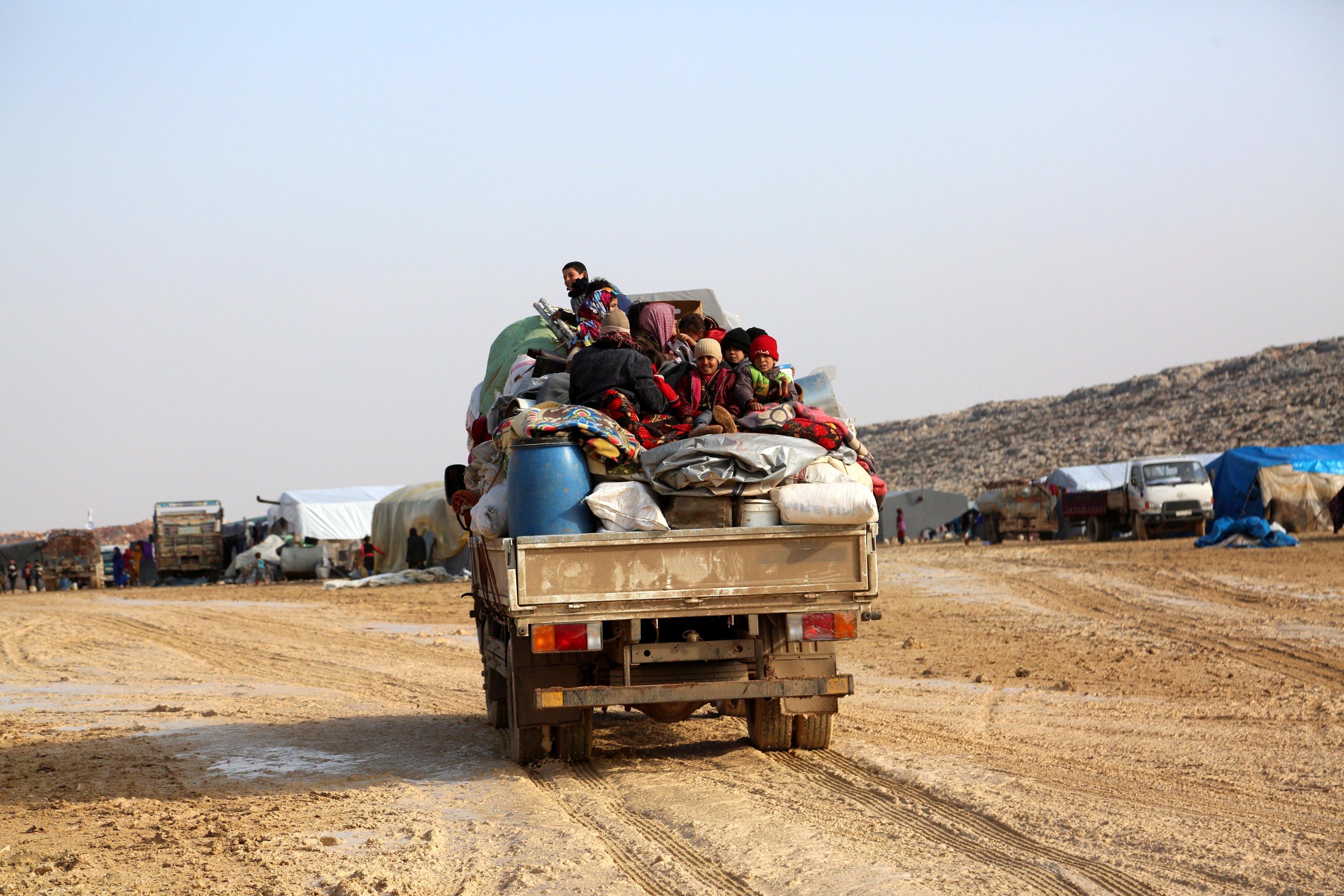 Siria: offensiva su Idlib, fuga civili