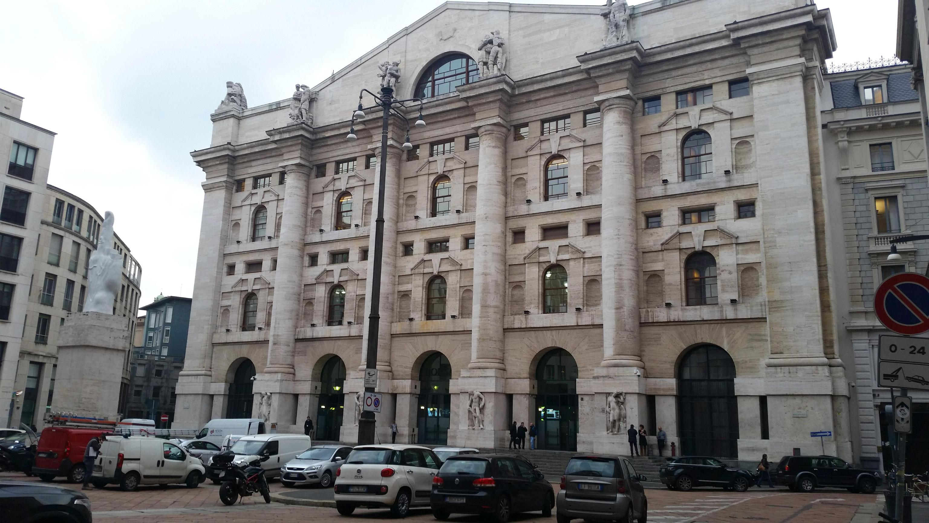 Borsa Milano chiude in rialzo, vola Yoox