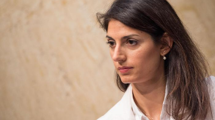 Il premier striglia Raggi su Roma, è scontro con la sindaca