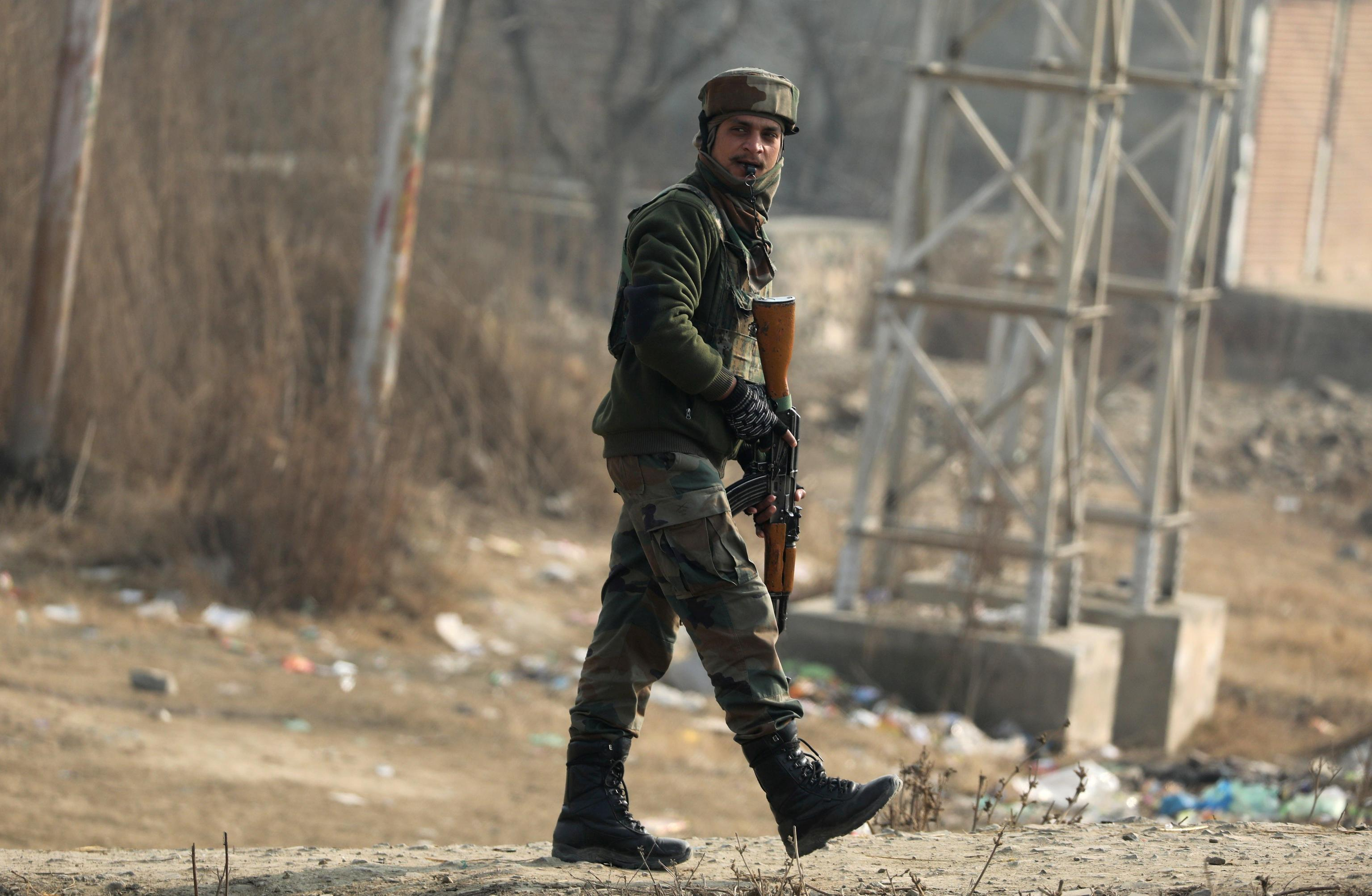 Kashmir: 4 agenti uccisi in attentato