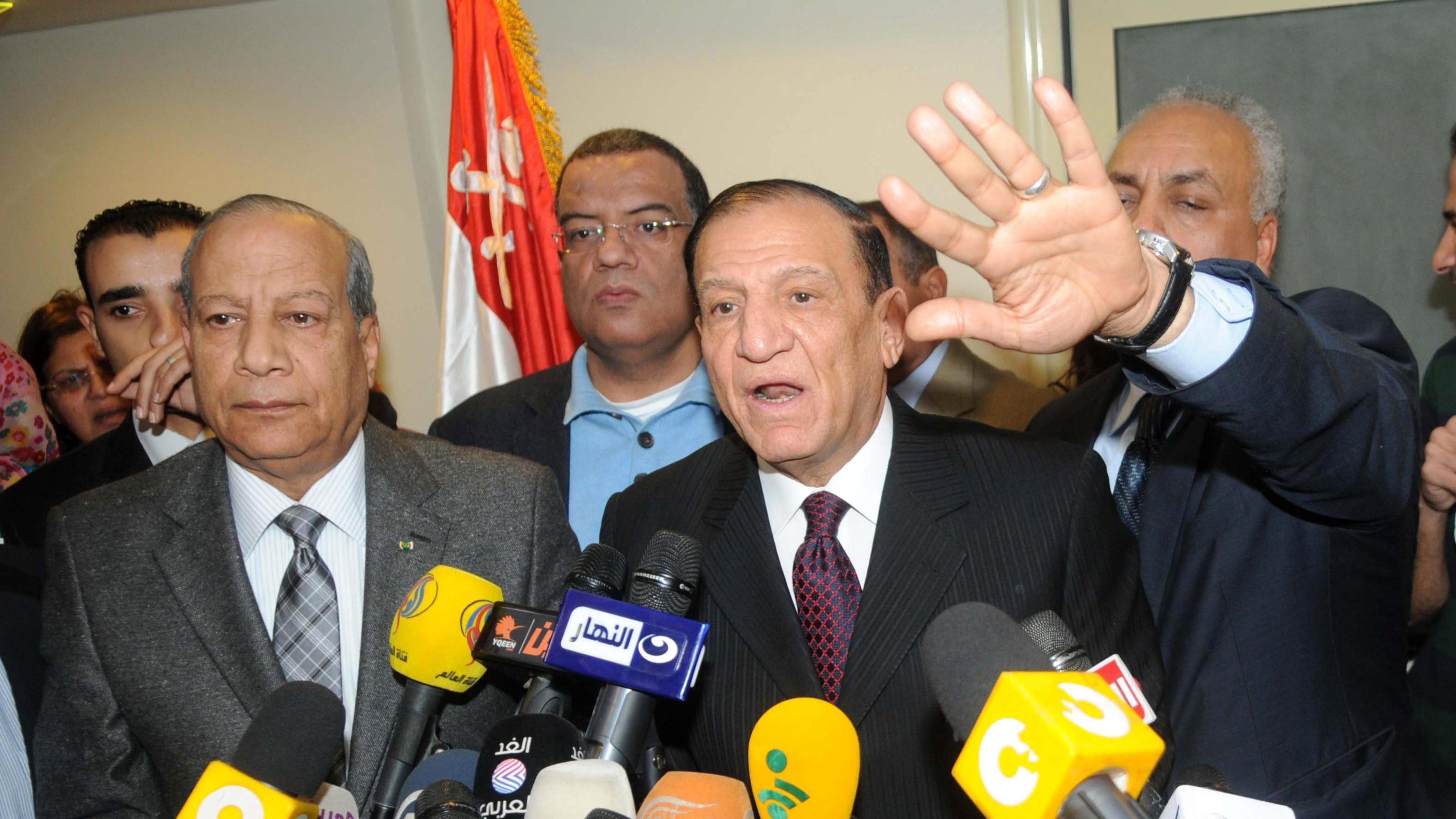 Egitto: gen.Anan si candiderà a elezioni