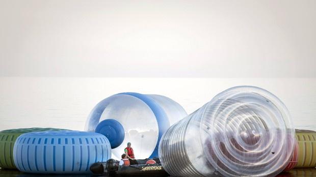 Commissione Ue, in arrivo una tassa sulla plastica