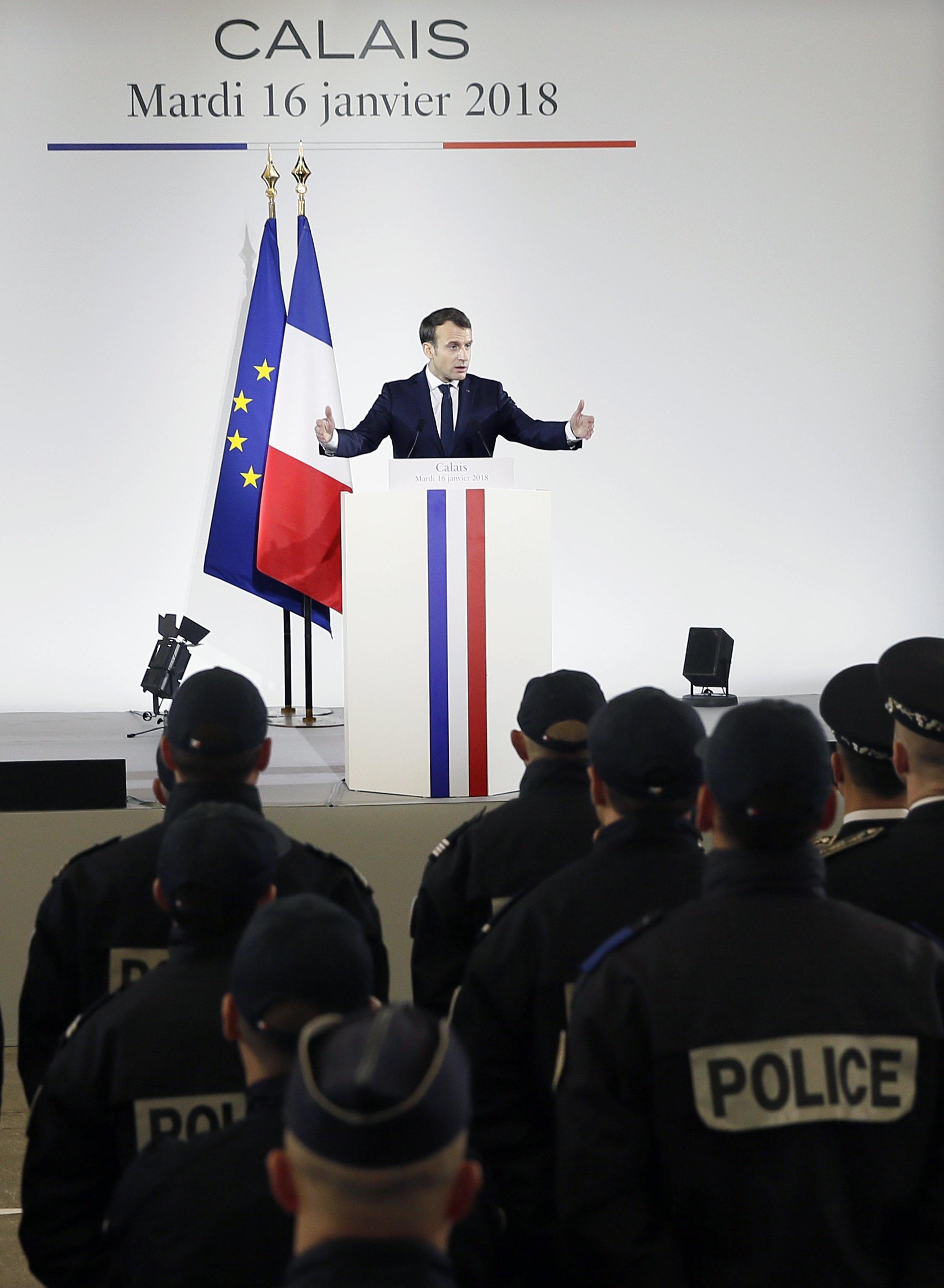 Macron a Calais, giungla non si ripeterà