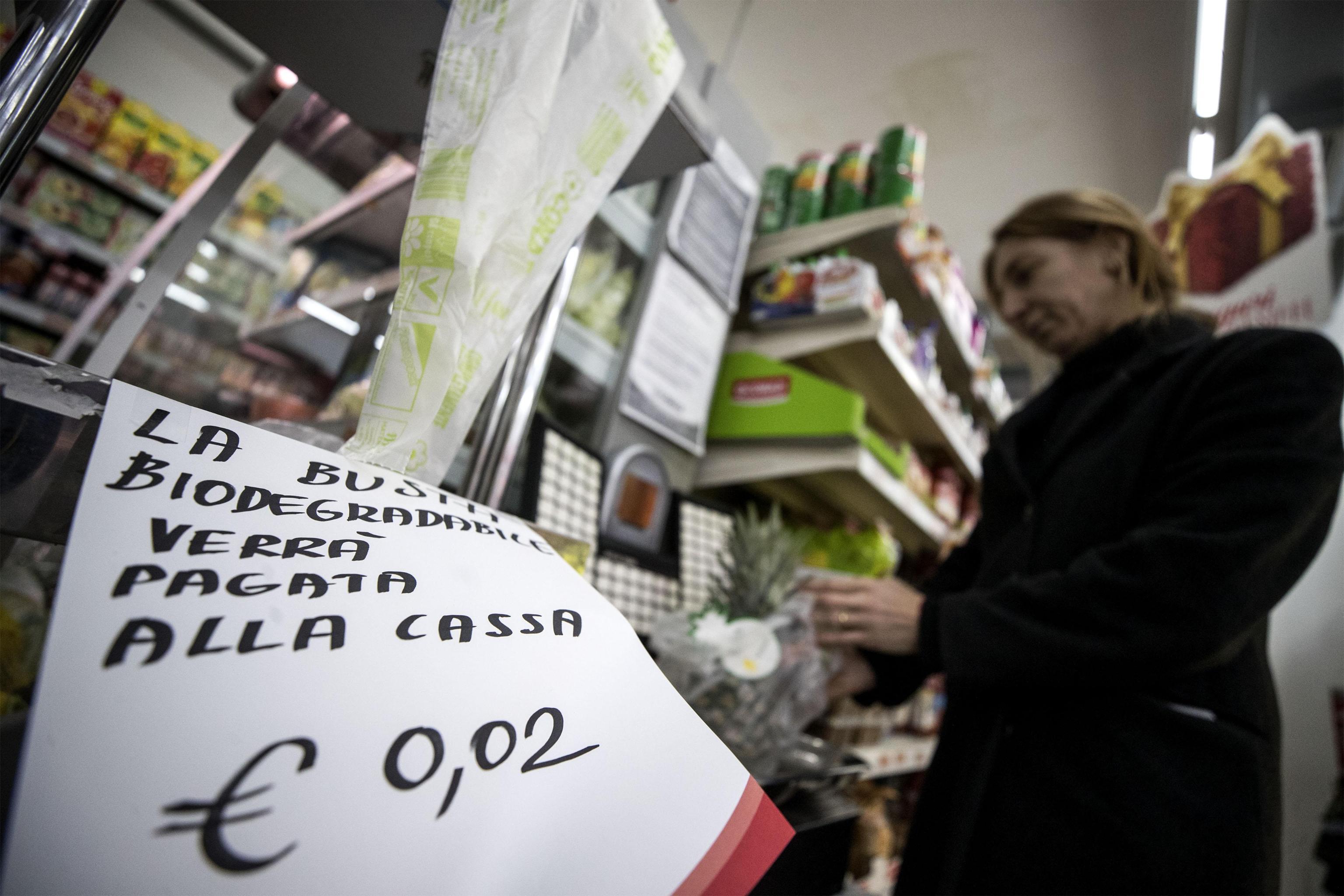 Social si scatenano su sacchetti bio, Renzi: 'No al complotto'