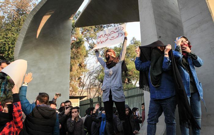 Iran: Pasdaran, rivolta è stata sconfitta. Ue,morti inaccettabili