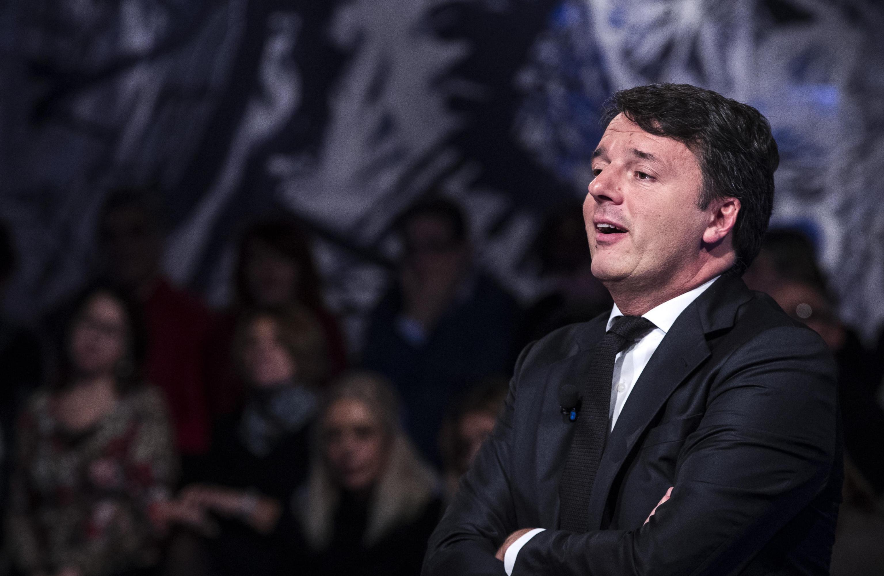 Rifiuti Renzi,stop polemiche,pulite Roma