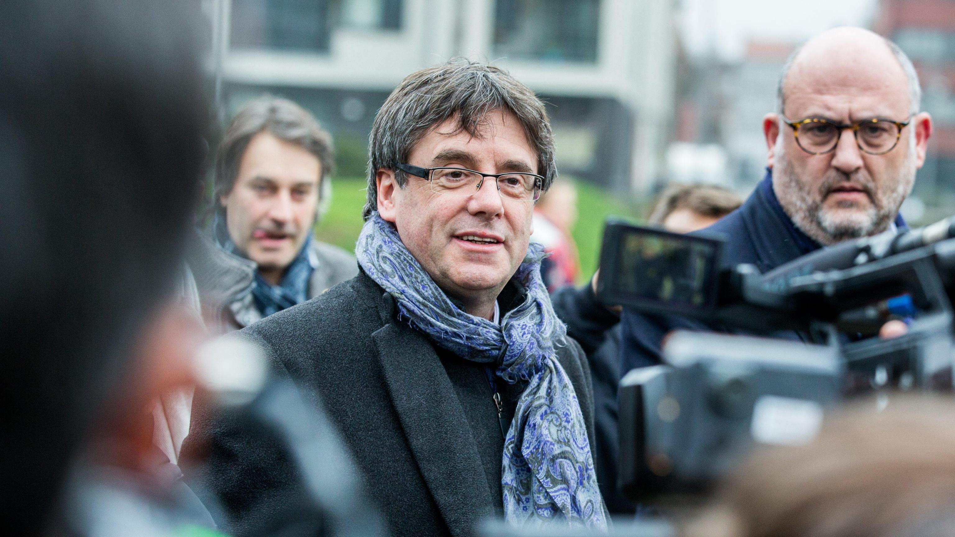 Puigdemont rinuncia al voto dall'esilio