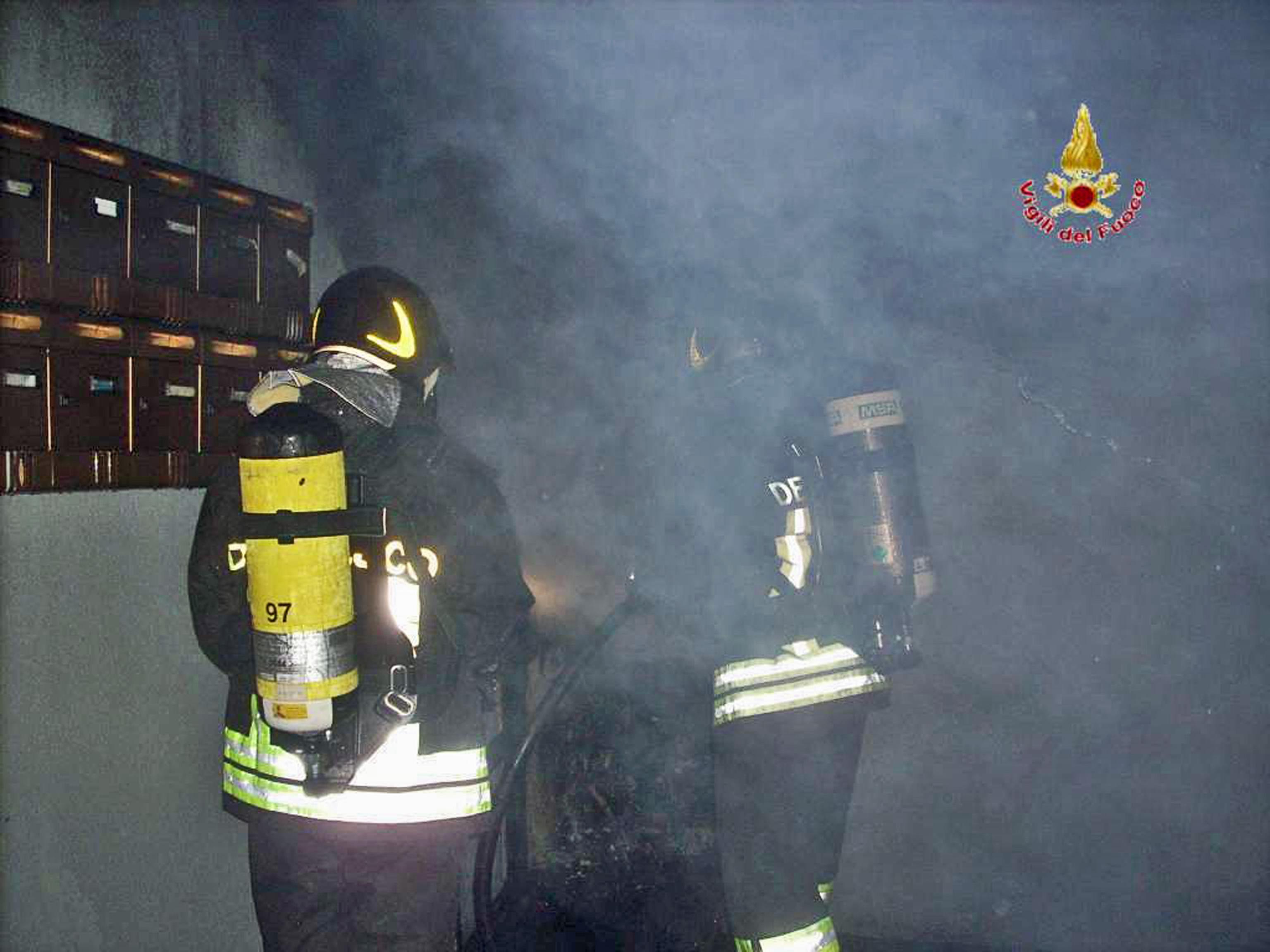 Incendio doloso palazzina per migranti
