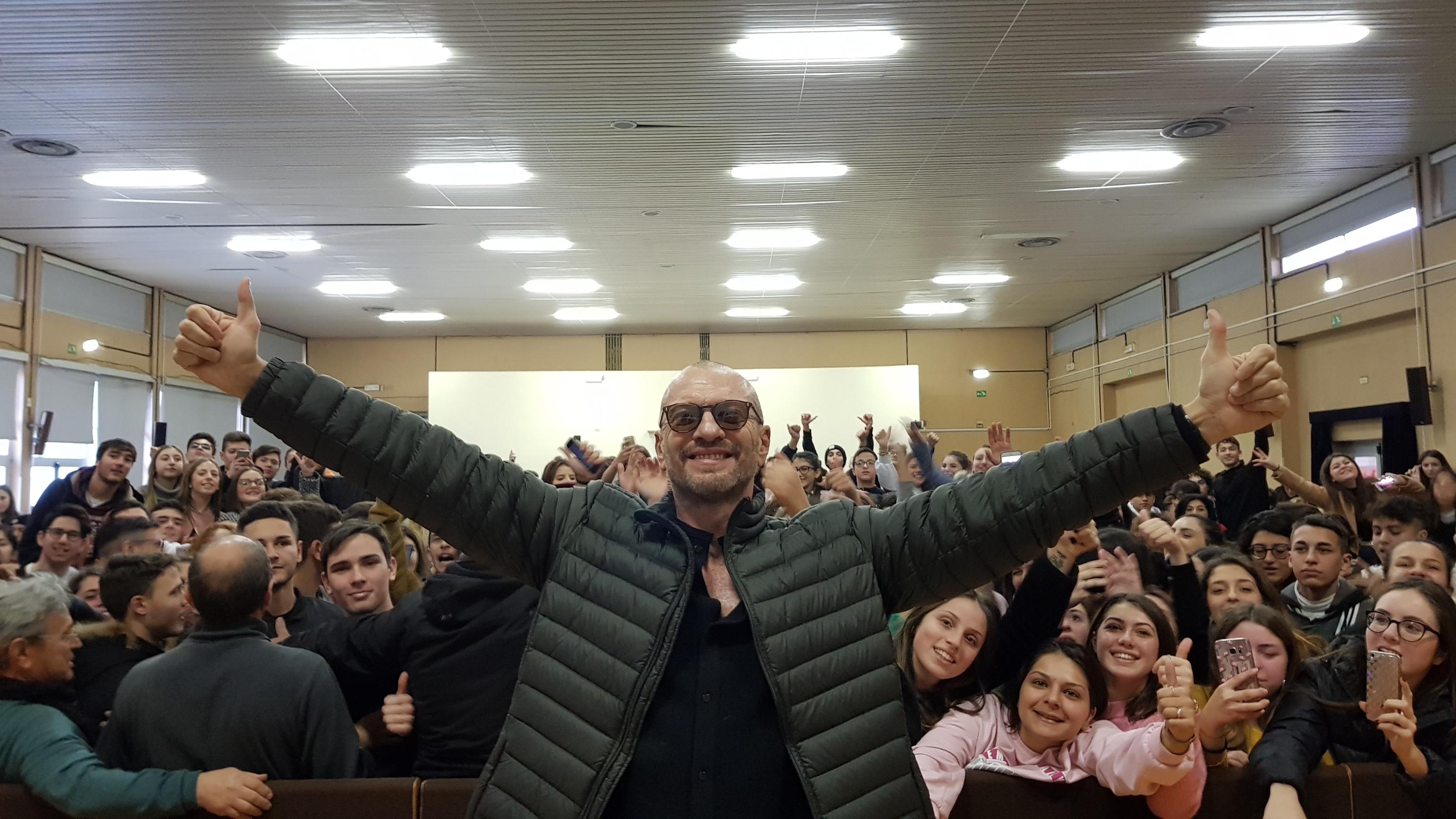 Antonacci a studenti Bari, sognate