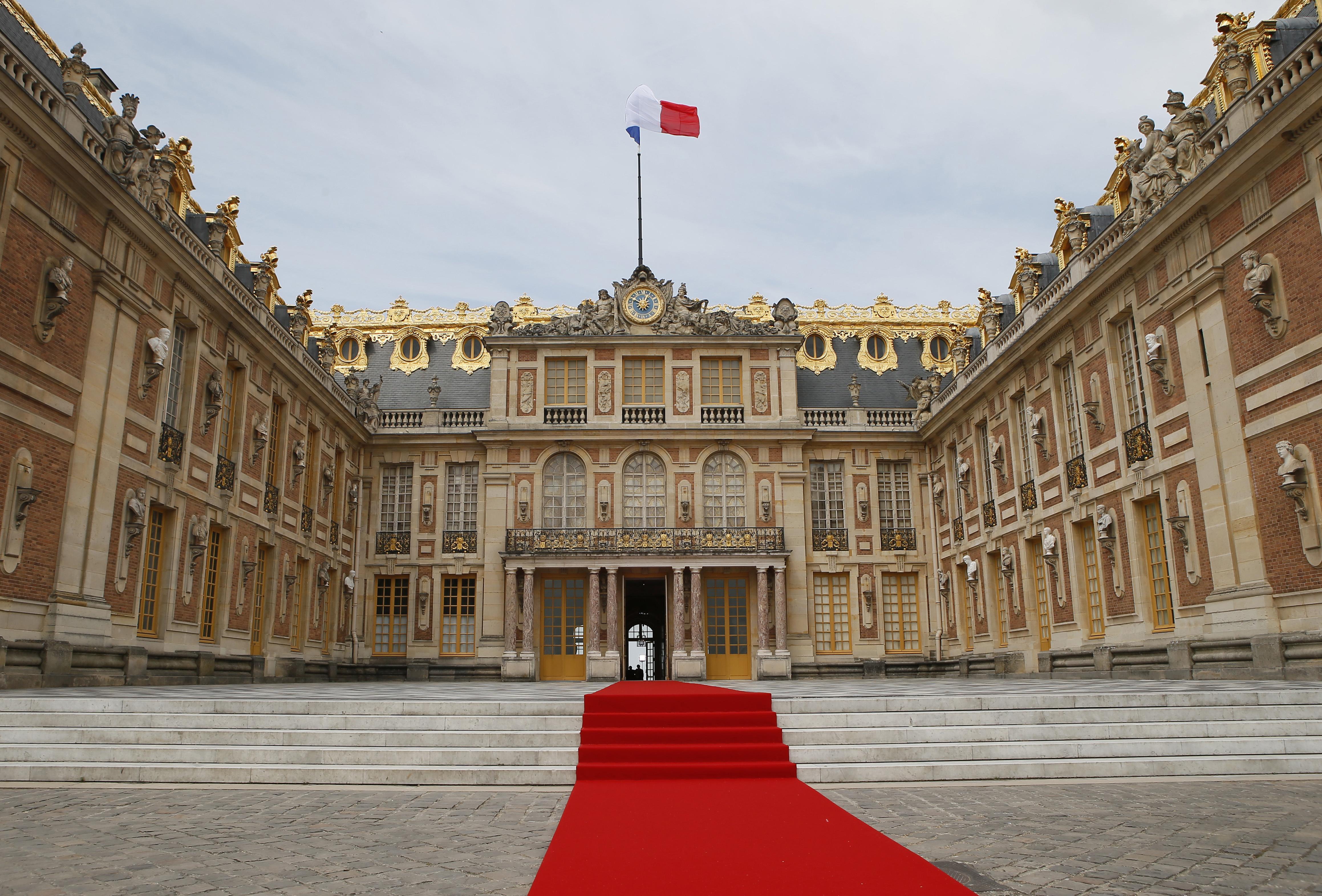 Macron incontra gotha imprenditori mondo