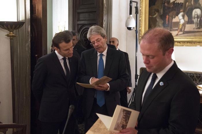 Macron a Roma elogia l'Italia sui migranti: 'Ottimo lavoro'