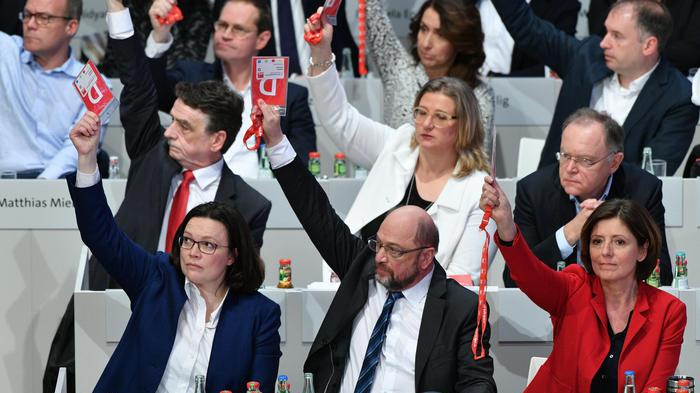 Germania, Spd vota sì al governo con Merkel