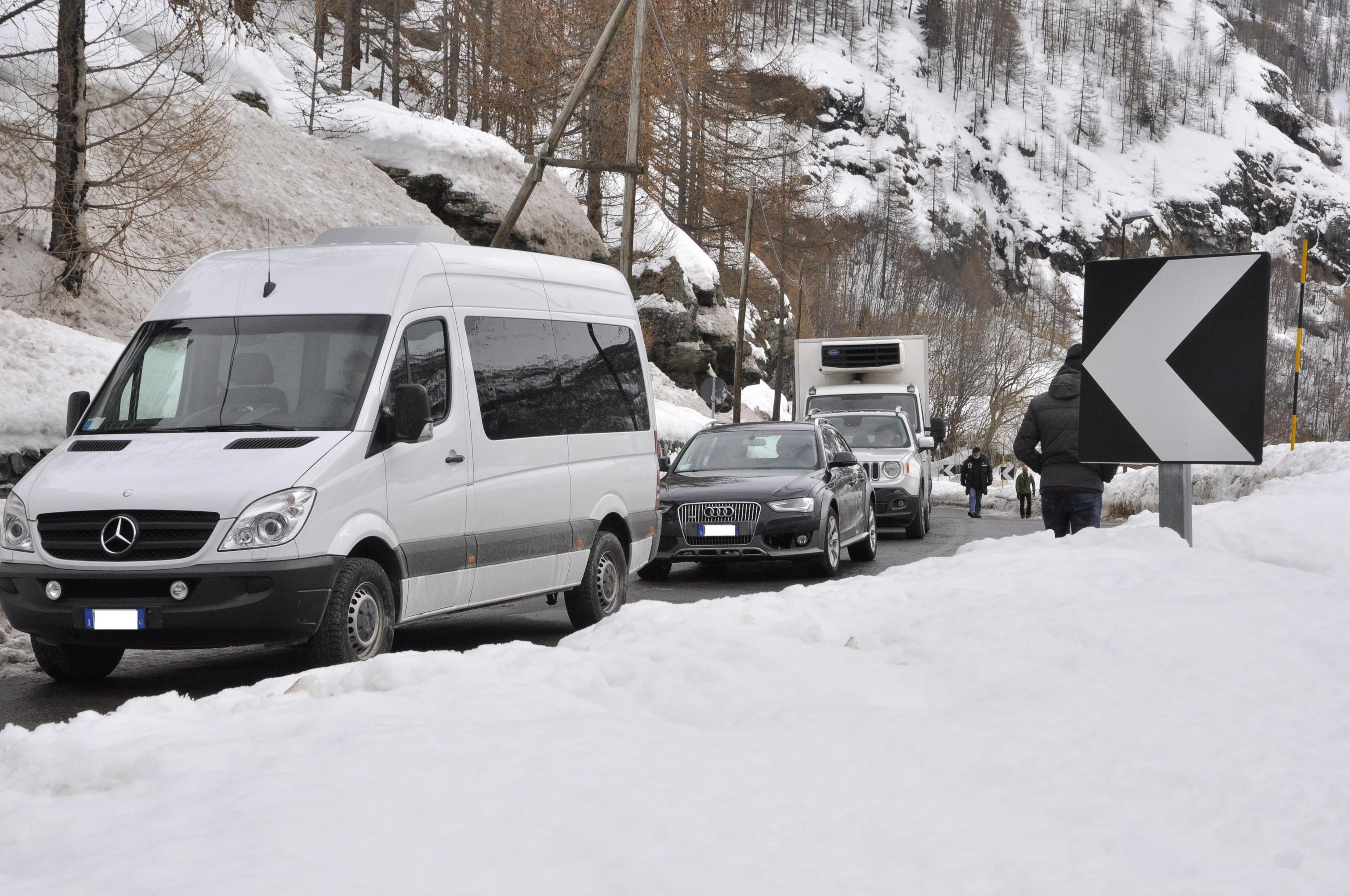 Auto lasciano Cervinia, stop isolamento